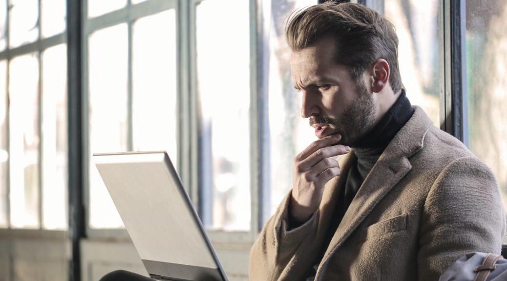 Confused Investor looking at his RobinHood Portfolio returns